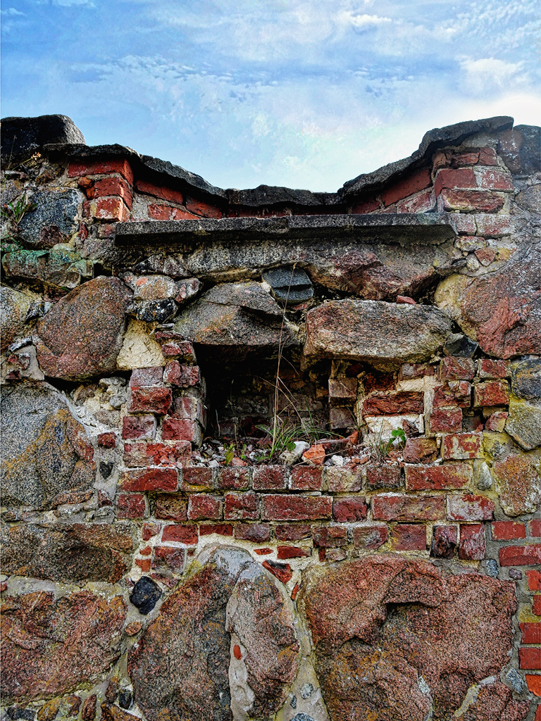 ruin_wall